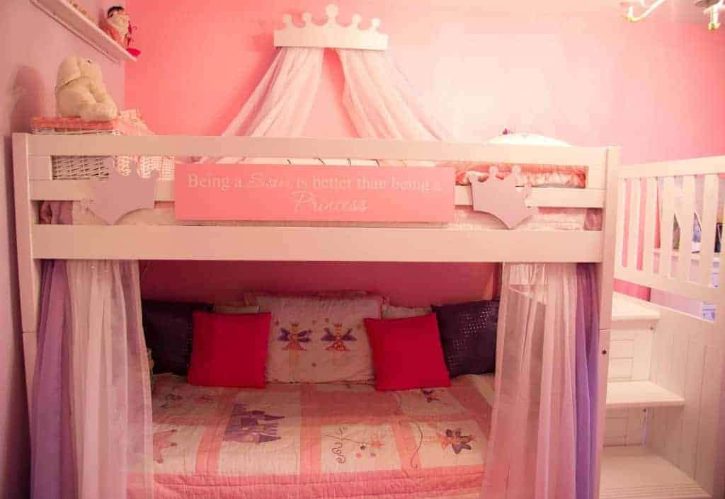Decorating a shared kids room on a budget clutterbug me for Girls bedroom decorating ideas with bunk beds