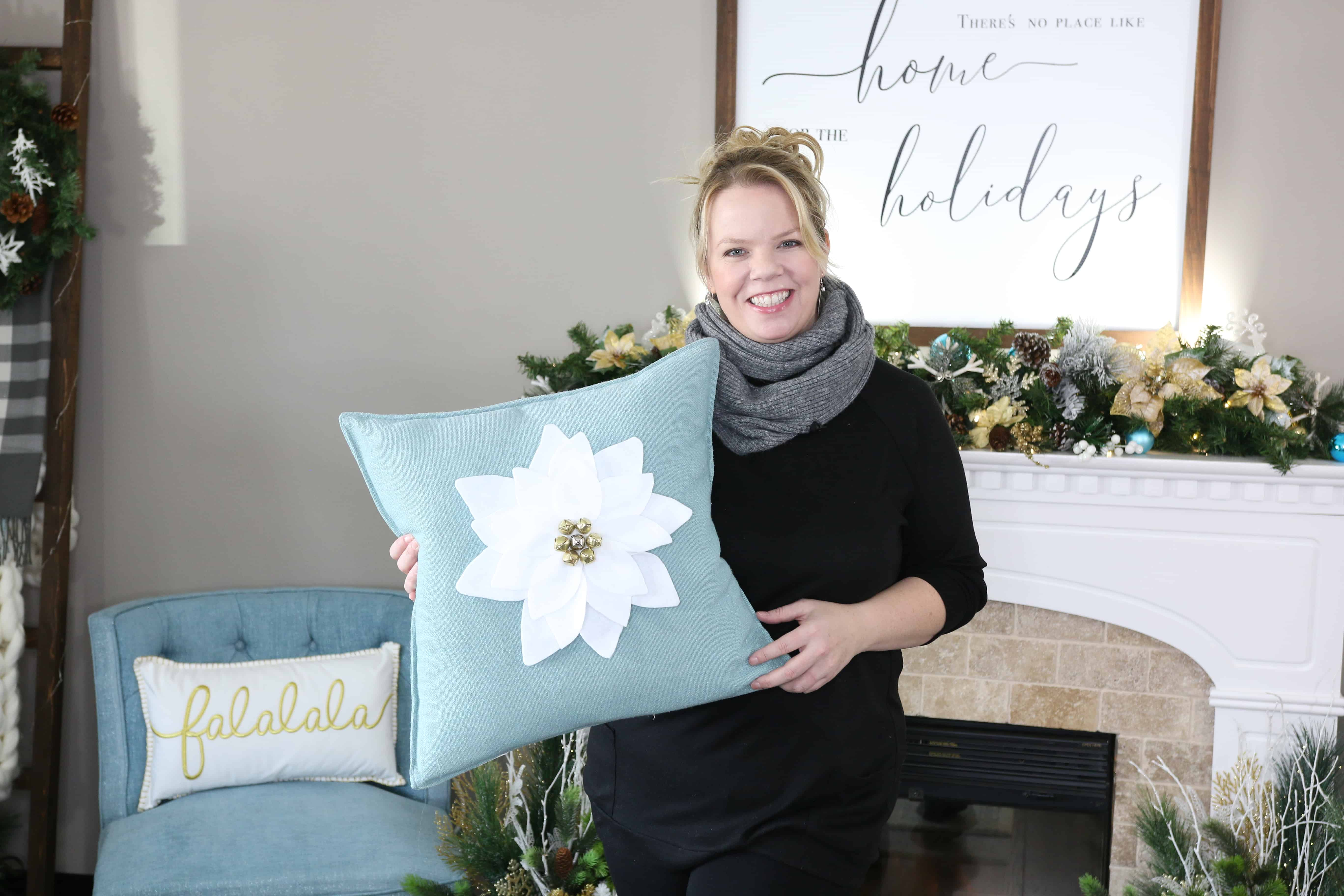 Felt Poinsettia Pillow – Free Petal Pattern